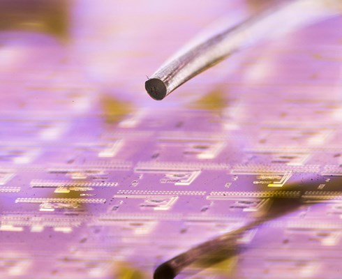 Smart-Photonics-is-a-Photonic-Semiconductor-Pure-Play-InP-foundry_Brabant-Brand_Box.jpg