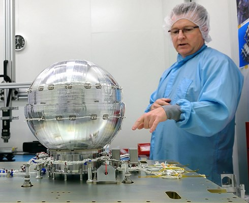 Bradford-Engineering-in-Heerle-develops-glove-boxes-for-space-missions_Brabant-Brand-Box.jpg